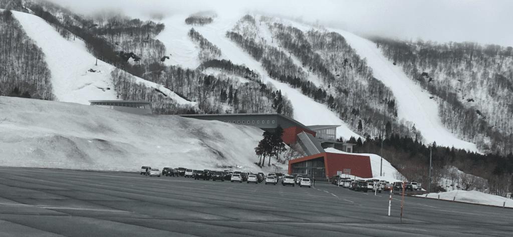 夏油高原スキー場 駐車場 4月